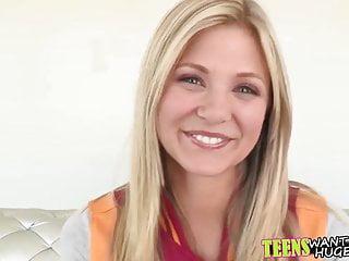 Hübsche Blondine Wird In Ihre Süße Muschi Geknallt