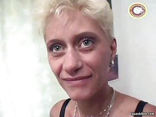 Versaute Oma treibt es mit einem Monster Dildo ★ Youjizz